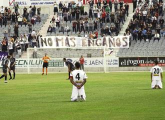 Los jugadores del Jaén protestan por impagos (foto: Marca.com)