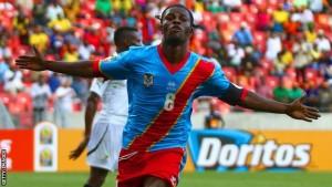 Mputu celebra un gol ante Ghana (foto de la BBC)