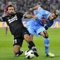 Pirlo peleando por un balón en el encuentro de ida (Foto: Orgullobianconero.vavel.com)