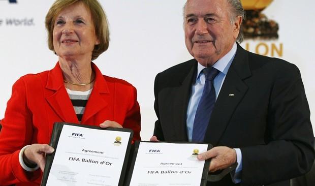 Blatter mancha todo lo que toca, y en 2010 fue el turno del Ballon d'Or - Foto: Getty Images