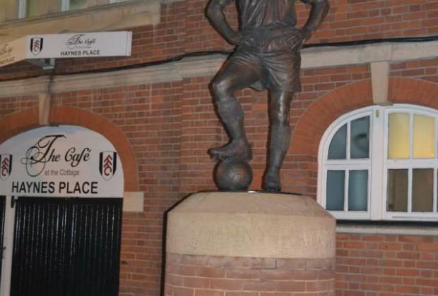 La estatua del mítico Johnny Haynes, jugador Cottager del 1952 al 1970. (Foto: propia)
