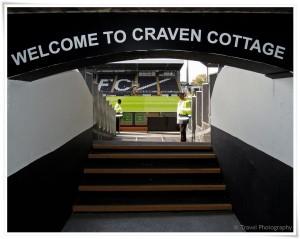 Una de las bocas para acceder al estadio del Fulham FC. (Foto: Travel Photography -panoramio.com)