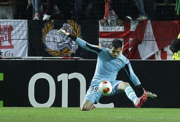 Antonio Adán_Betis_Sevilla_Parada_Europa League