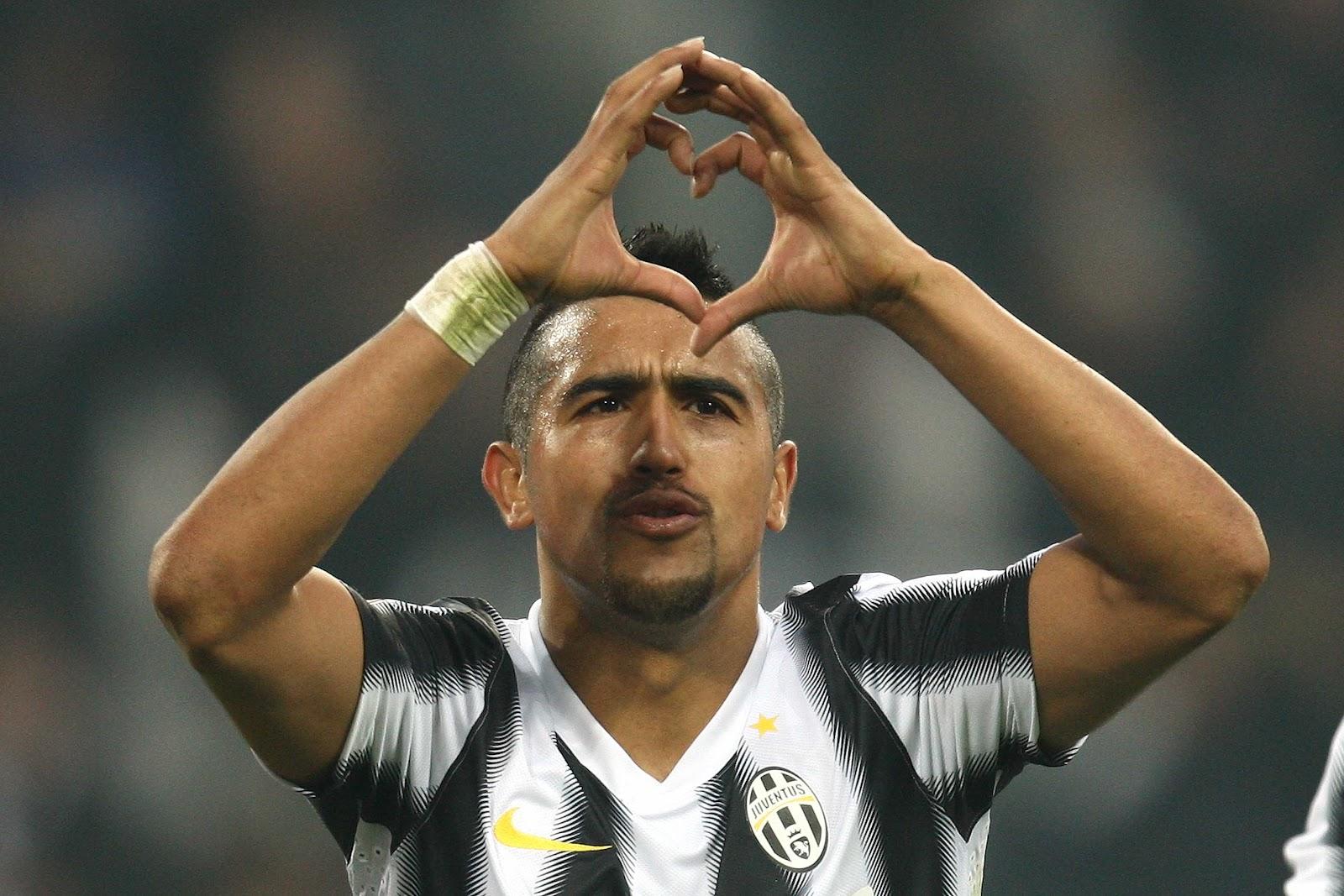 Vidal con su famosa celebración de los goles (Foto: www.91minutos.com)