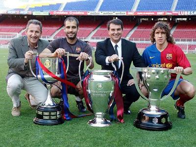 Guardiola con tres de los títulos ganados gracias a su estilo (Foto:cope.es)