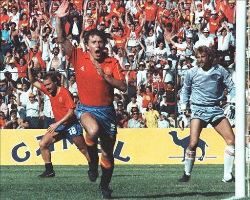 Butragueño celebra uno de sus cuatro goles frente a Dinamarca en el 86 (Foto: futbol.hispavista.com)