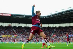 Andreas Weimann celebrando un gol con el Aston Villa