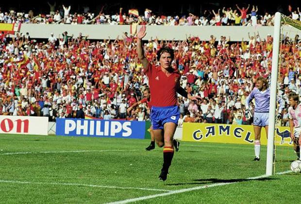 Butragueño celebra uno de los goles