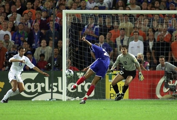 Gol de David Trezeguet que le da la Eurocopa 2000 a Francia (Foto: gentileza de futisforum2.org)
