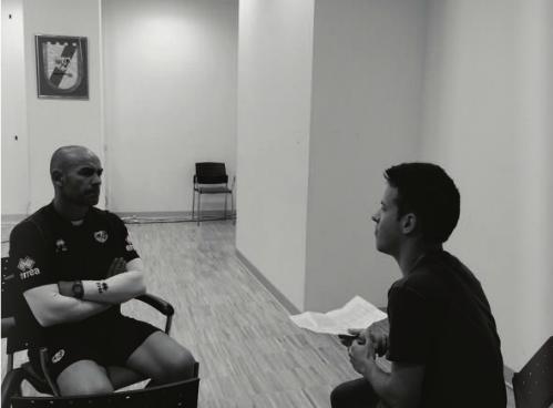 Irati Prat entrevistando a Paco Jémez