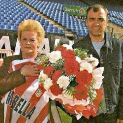 Pantic y Margarita Luengo con el mítico ramo de flores