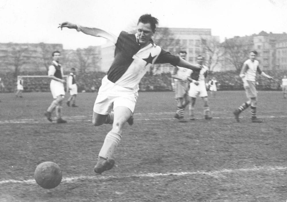 Es el máximo goleador en la historia de un mismo club, el Slavia de Praga (Foto slavia.cz).