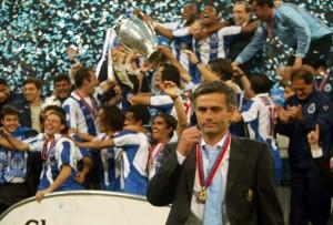 José Mourinho celebrando la obtención de la Champions League con Porto (Foto: taringa.net)