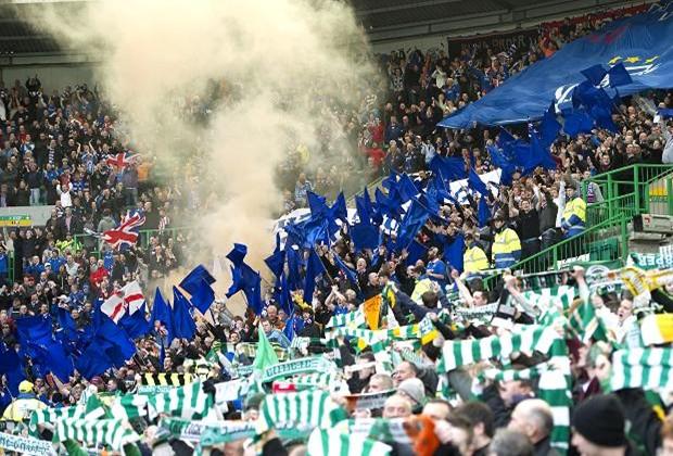 Hinchas de Rangers y Celtic palpitando el clásico escocés.