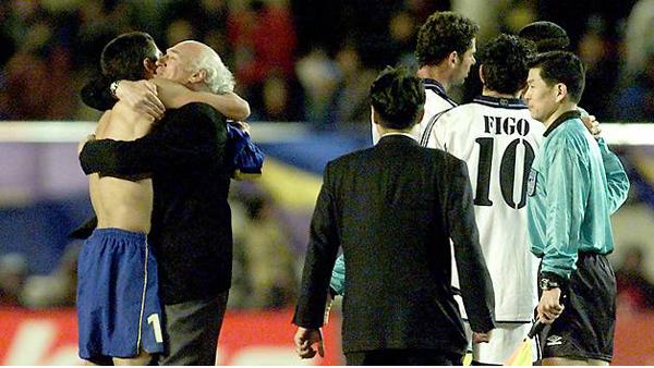 Riquelme abraza a Bianchi