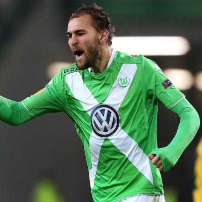 Bas Dost celebrando un gol en Europa League