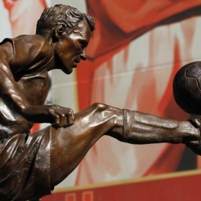 Estatua Dennis Bergkamp