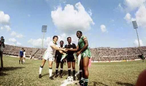 Saludo capitanes Nigeria Argelia Copa Africa 1980