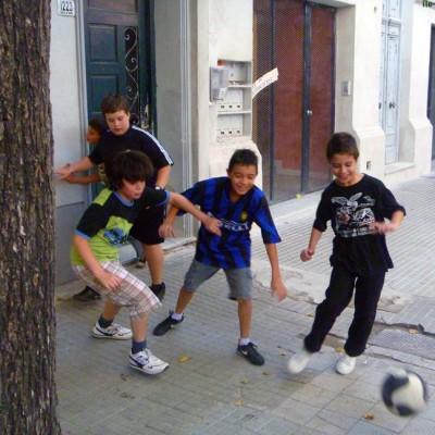 Niños_futbol_callejero