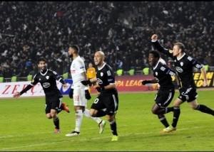 Los jugadores del Qarabağ celebrando el gol que finalmente no contó, y sirvió al Dnipro para clasificarse a la siguiente ronda (Foto: youtube.com)